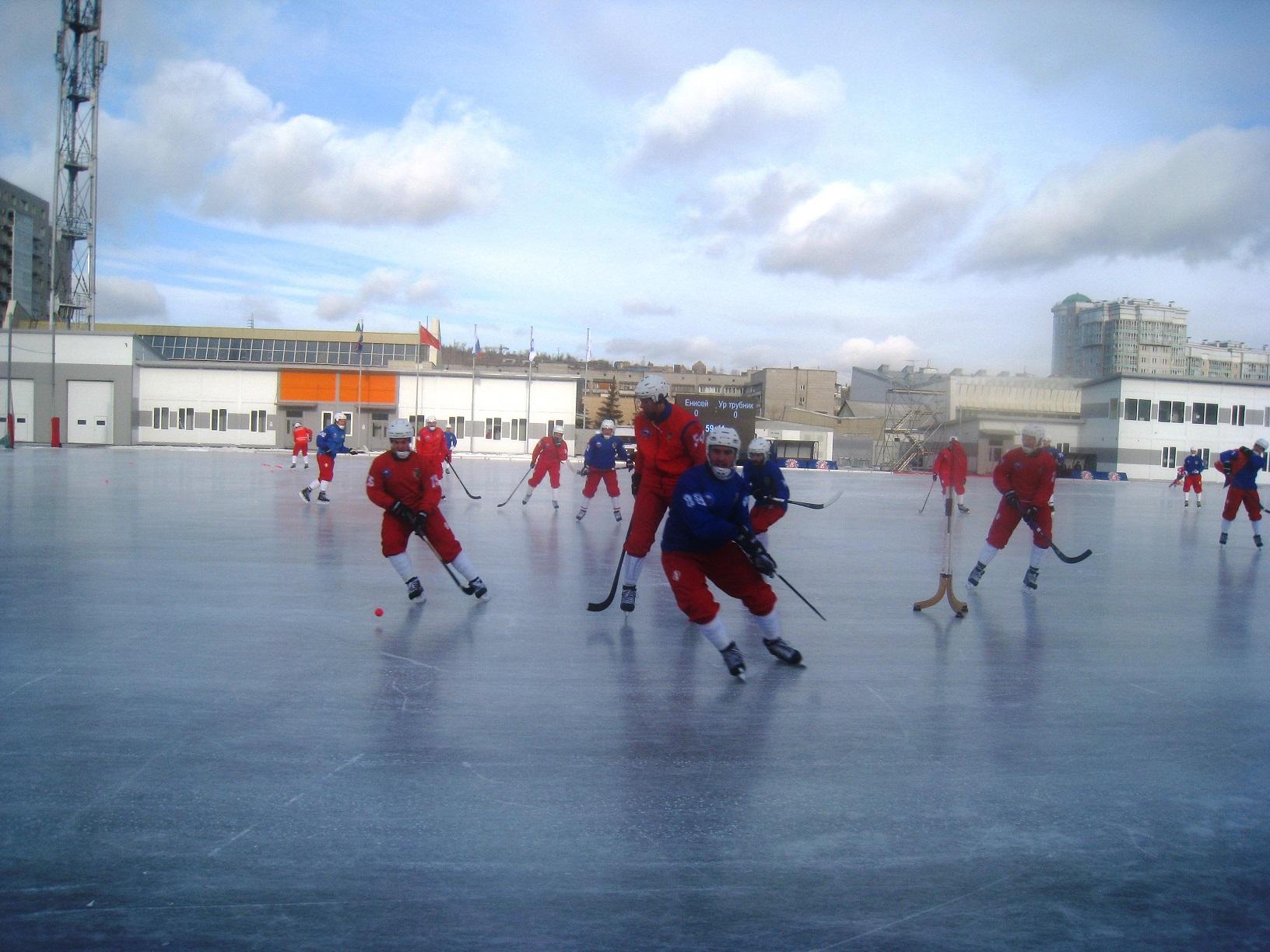 """Игра команды """"Енисей"""" по хоккею с мячом"""